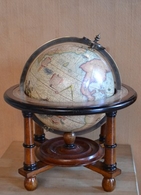 <div>Navigator&#39;s Terrestrial Globe</div>